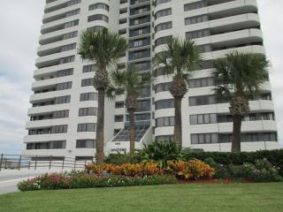 Spacious 9th floor Horizons Oceanfront 2/2 - Daytona Beach vacation rentals