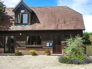 BELVIEW COTTAGE, WiFi, enclosed garden with furniture, electric stove, Ref 1357 - Sturminster Newton vacation rentals