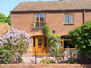 1 WOODS GARTH, brick built barn conversion, character features, quiet village - Fimber vacation rentals