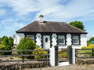 BRACKEN family-friendly, en-suite bathroom, all ground floor in Ballyduff Ref 25911 - Glencairn vacation rentals