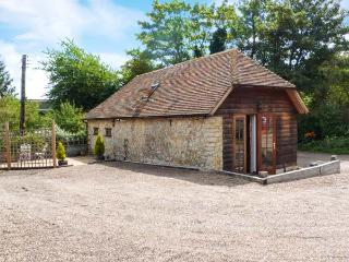 BOLTON BARN, woodburner-style electric stove, all ground floor, garden with furniture, near Lenham Heath, Ref 27285 - Landgate vacation rentals