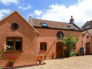THE OLD STABLE, Grade 11 terraced cottage, WiFi, woodburners, in Hutton, Ref - Bleadon vacation rentals