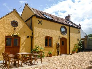 THE OLD COTTAGE, old terraced cottage, peaceful location, WiFi, in Hutton, Ref 29986 - Somerset vacation rentals