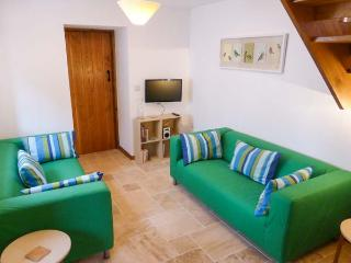 THE OLD COTTAGE, old terraced cottage, peaceful location, WiFi, in Hutton, Ref 29986 - Weston super Mare vacation rentals