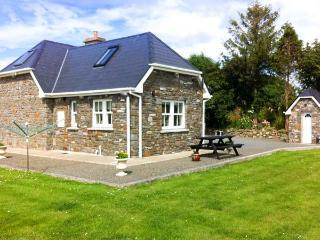 DOONCAHA COTTAGE, WiFi, peaceful location, off road parking, detached cottage near Tarbert, Ref. 905817 - Listowel vacation rentals