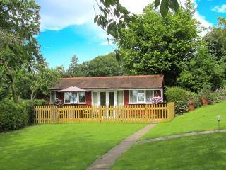 NOOK LODGE, all ground floor, open plan living area, parking, garden, in Kidderminster, Ref 905960 - Shatterford vacation rentals