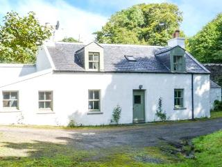 ROSE VALLEY COTTAGE, detached, in grounds of Dunvegan Castle, beside loch, Dunvegan, Ref 915416 - The Hebrides vacation rentals