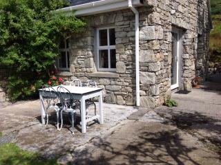 Charming Cottage with Dishwasher and Alarm Clock - Recess vacation rentals