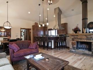 Spacious mountain chic retreat Park Avenue with ski-in/out access & hot tub - Park City vacation rentals