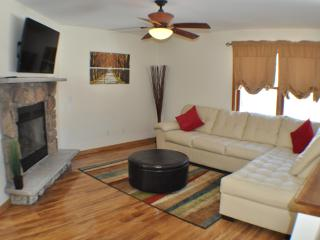 Creekview, 2 Masters, Cable & Wifi, walk to pool - Bushkill vacation rentals