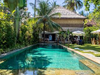 Luxury Beach House : Villa Nilaya, Candi Dasa - Candidasa vacation rentals