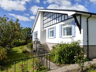 SILVERDALE MOUNT all ground floor, superb views, family-friendly in Grange-over-Sands Ref 21916 - Cumbria vacation rentals