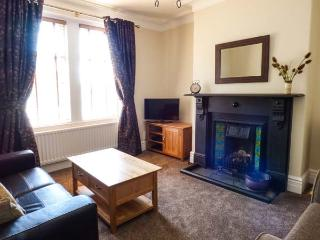 TYLER COTTAGE, welcoming cottage close shops and eateries, WiFi, ideal touring base in Corbridge Ref 915001 - Corbridge vacation rentals
