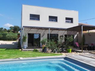 Maison contemporaine d'architecte - Aramon vacation rentals