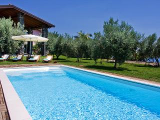 VILLA KAREN: By the sea, pool, big park, large bed - Sant'Alfio vacation rentals