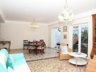 FABULOUS PRIVATE VILLA AND POOL IN CENTRAL LISBON - Lisbon vacation rentals