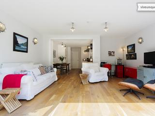 Airy Two Bed Garden Flat on Portnall Rd, Queens Park - London vacation rentals