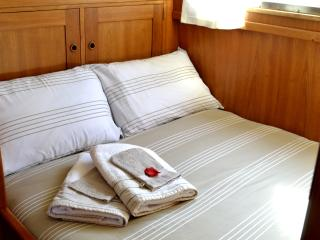 Romantic 1 bedroom Audierne Yacht with Water Views - Audierne vacation rentals