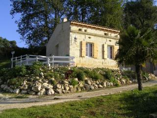 Cozy 2 bedroom Vacation Rental in Pugnac - Pugnac vacation rentals