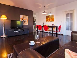 Two-bedroom apartment with free parking - Split vacation rentals