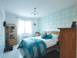 B and B nr Royan/Saintes - Azure luxury room - Saintes vacation rentals