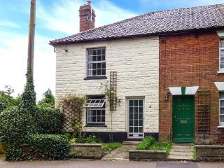 IVY COTTAGE, end-terrace, village location, woodburner, near Diss, Ref 912297 - Harleston vacation rentals