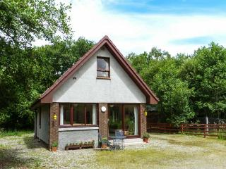 SINGING HEART COTTAGE, tranquil holiday cottage, garden with furniture, great - Lochgilphead vacation rentals
