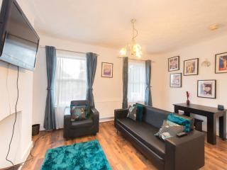 Spacious 4 Bedroom House W12 Goldhawk RD - London vacation rentals