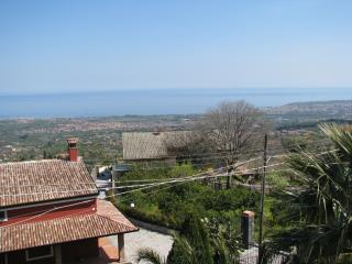 Cottage Tigra between Mount Etna & Taormina - Mascali vacation rentals