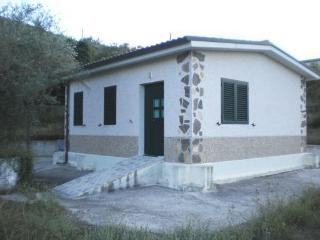 Nice Caravan/mobile home with Porch and Mountain Views - Macchia d'Isernia vacation rentals