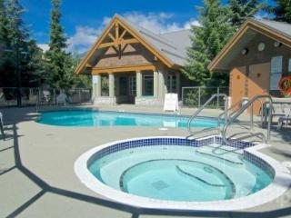 Glacier Reach 2 bed/2 bath corner townhouse with private Hot Tub - British Columbia Mountains vacation rentals