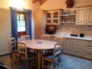Cozy 2 bedroom Valle d'Aosta Condo with Balcony - Valle d'Aosta vacation rentals