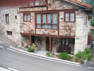 3 bedroom House with Porch in Asturias - Asturias vacation rentals