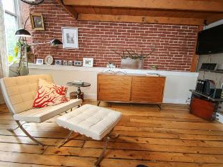313 Arch 501 Historic Old City Location! Sleeps 5 - Philadelphia vacation rentals