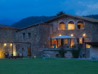 Spacious property with views of the Pyrenees - La Vall de Bianya vacation rentals