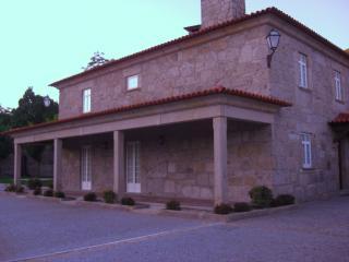 Nice Cottage with Dishwasher and Blender - Vila Verde vacation rentals