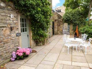 LITTLE TREE COTTAGE, ground floor, close to amenities, WiFi, pet-friendly cottage in Addingham, Ref. 911862 - Addingham vacation rentals