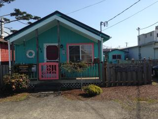 Cozy Cottage 1 Block to the Beach & Dog Friendly - Rockaway Beach vacation rentals
