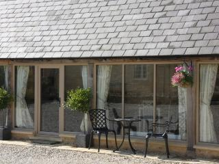 Fabulous 5* Cotswold countryside barn conversion - Bretforton vacation rentals