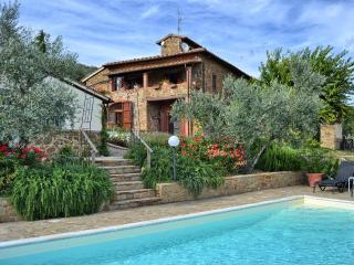 Tuscan villa sleeps 8 + 1 solar heated pool Views - Castelnuovo Berardenga vacation rentals