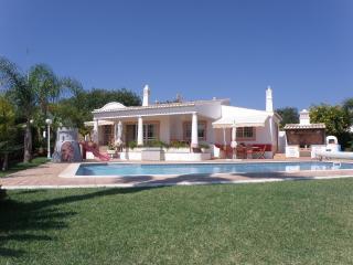 Casa dos Coqueiros, Quinta dos Álamos - Guia vacation rentals
