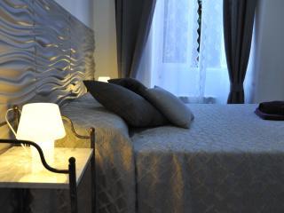 Elegant Apartment in Rome - Domus900 - Rome vacation rentals