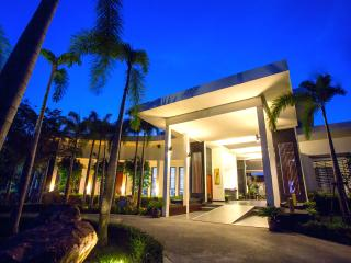 Royal Lotus Pool Villa (free breakfast) - Prachuap Khiri Khan Province vacation rentals