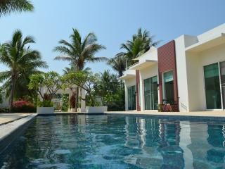 Executive Pool Suite (free breakfast) - Sam Roi Yod vacation rentals