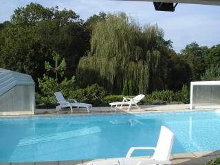 GITE avec PISCINE PRIVEE et COUVERTE proche ROCAMA - Mayrinhac-Lentour vacation rentals