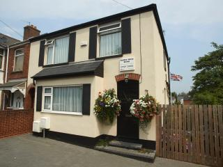 Central Exeter CH 4 Bed Home -Parking-WiFi-Garden - Ashburton vacation rentals
