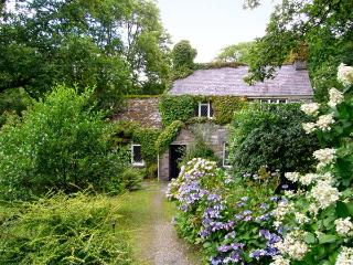 ROYAL OAK FARMHOUSE, character holiday cottage, with a garden in Betws-Y-Coed, Ref 1077 - Snowdonia National Park Area vacation rentals