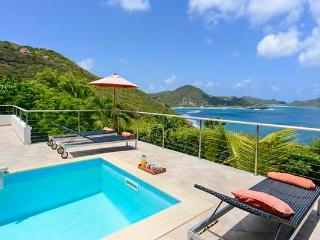 Charming villa offering splendid sunset views over the ocean WV LOA - Pointe Milou vacation rentals