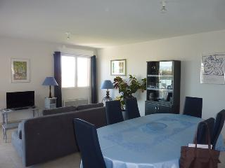 2 bedroom Apartment with Internet Access in Saint Raphaël - Saint Raphaël vacation rentals