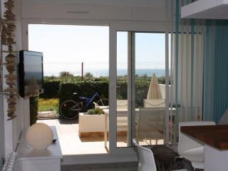 Romantic 1 bedroom Frontignan Apartment with Internet Access - Frontignan vacation rentals